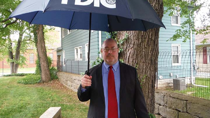 Official Quits FDIC to Fight Illegal Foreclosures